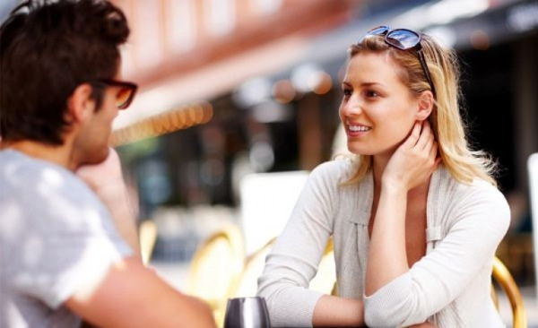 What to Talk About With a Girl: 10 Proved Conversation Topics
